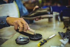 靴のブラッシング画像